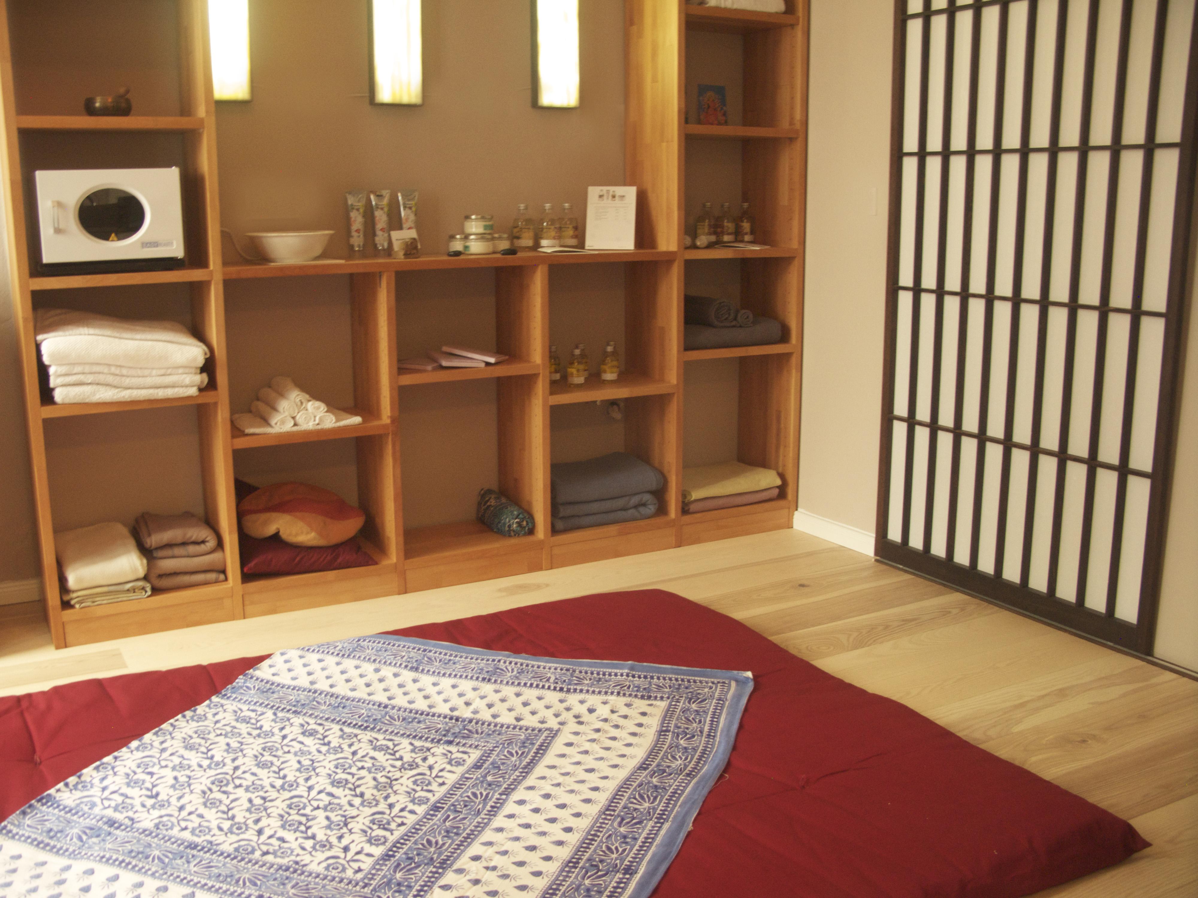 der massage salon monkey temple in alt treptow monkey temple thai massage yoga in berlin. Black Bedroom Furniture Sets. Home Design Ideas